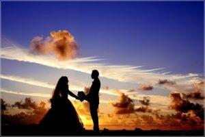 記念になる結婚式ムービー作成にはナナイロウエディングを検討してみてくださいね↓ 繁忙期などもあるので早めのチェックがおススメです。